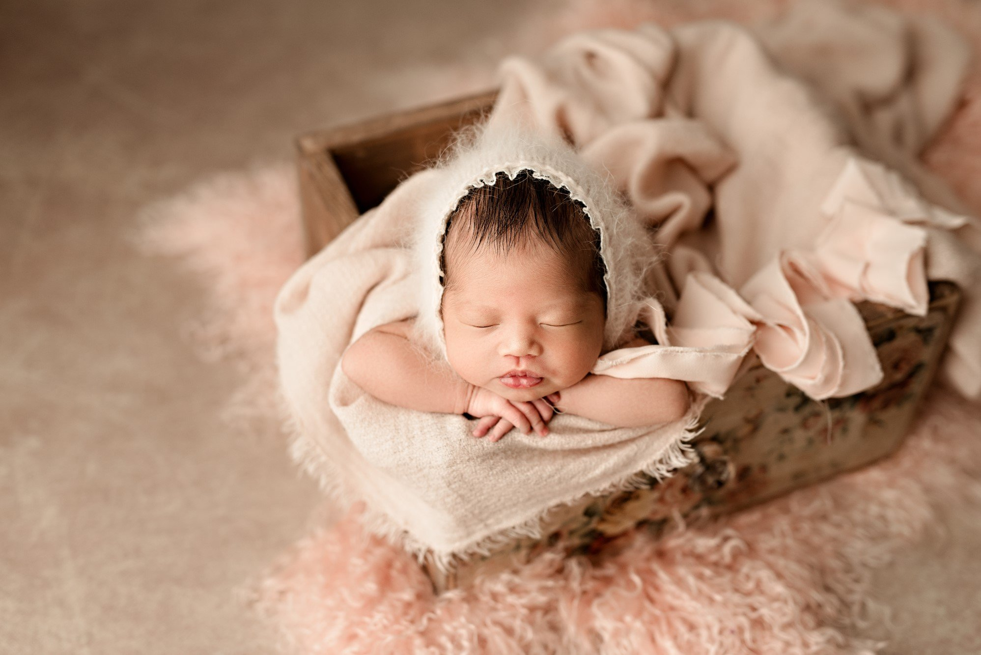 professional newborn photographer